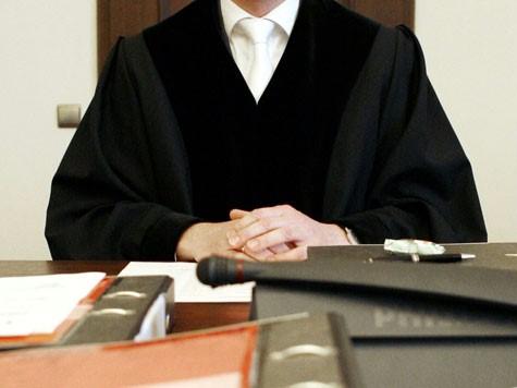 b-314234-yargıç_mahkeme_salonu